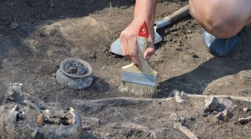 В КБР ученые нашли захоронение с черепами необычной формы.