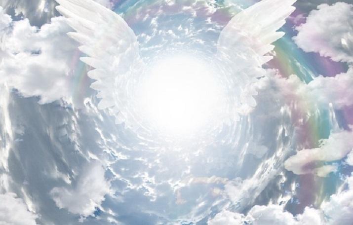 Врата рая с ангелами у входа раскрылись в небе над Китаем