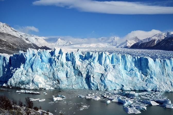 Гигантская дыра неизвестного происхождения появилась в Антарктиде: ученые теряются в догадках