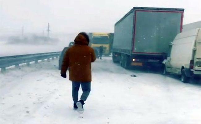 В Ростовской области произошло массовое ДТП с участием трёх десятков машин