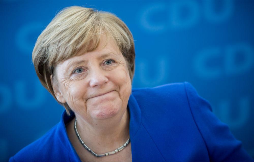 Опрос: граждане Германии считают Меркель выдающимся германским политиком