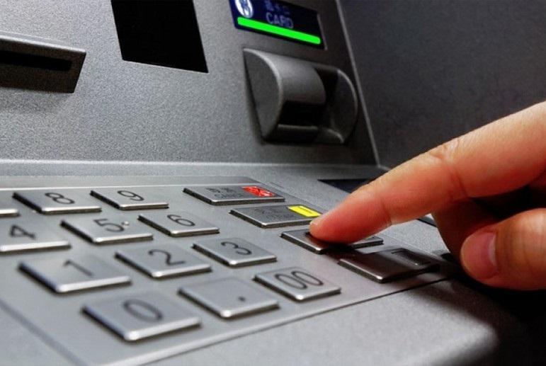 Новый способ снятия наличных появится в российских банкоматах