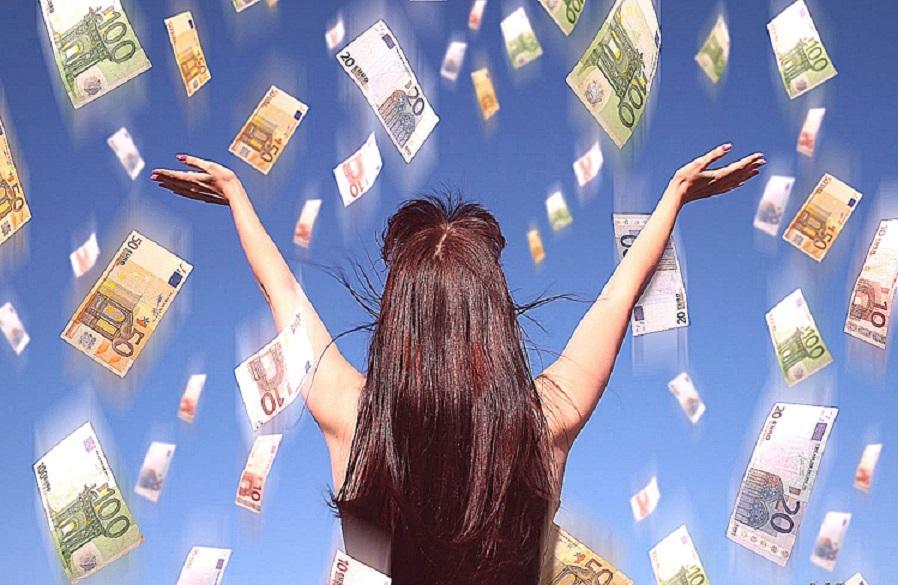 Четыре знака Зодиака получат возможность разбогатеть в ноябре 2018 года, деньги сами придут им в руки – астрологи