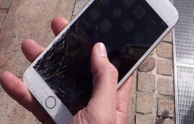 Почему категорически нельзя пользоваться смартфоном с разбитым экраном, пояснили эксперты