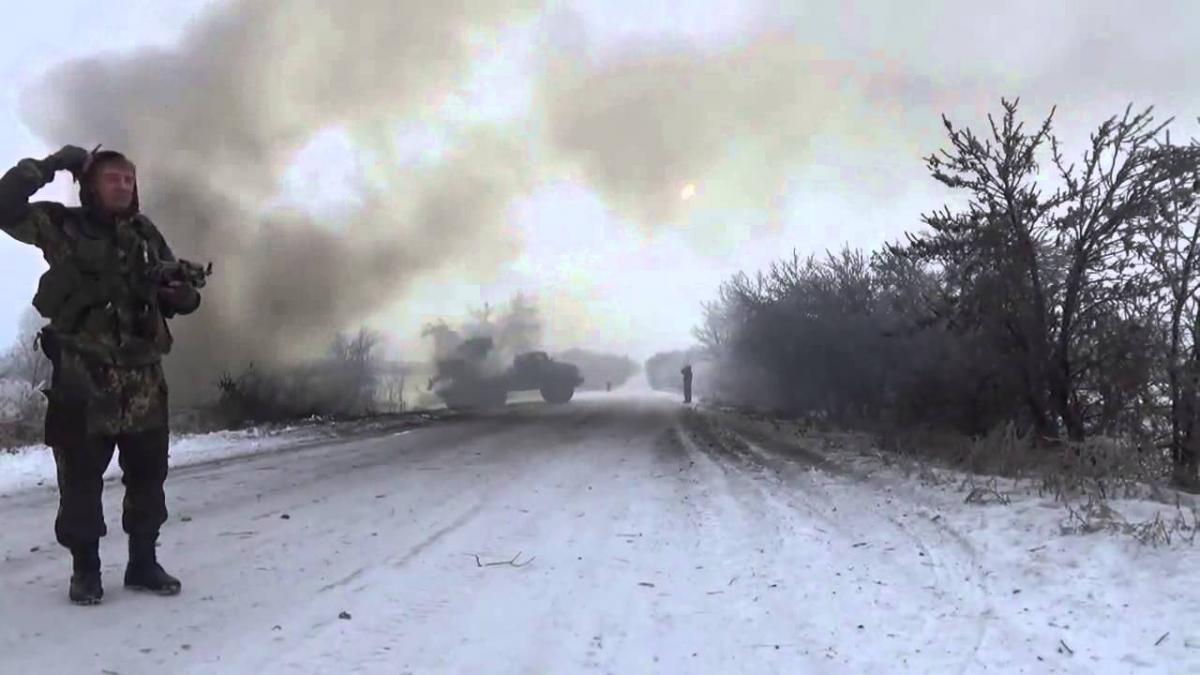 Многие автотрассы заблокированы в Донбассе – предупреждение военкоров; резкое обострение ситуации – ДНР и ЛНР, хроника событий