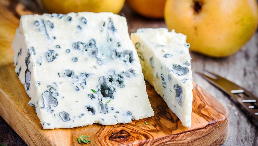В Кабардино-Балкарии уничтожили санкционный сыр с голубой плесенью с рынка в Нальчике