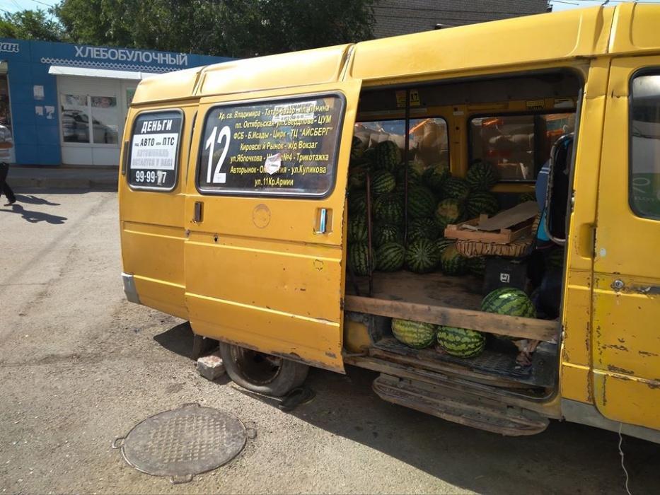 Астраханцев возмутила маршрутка с арбузами вместо пассажиров