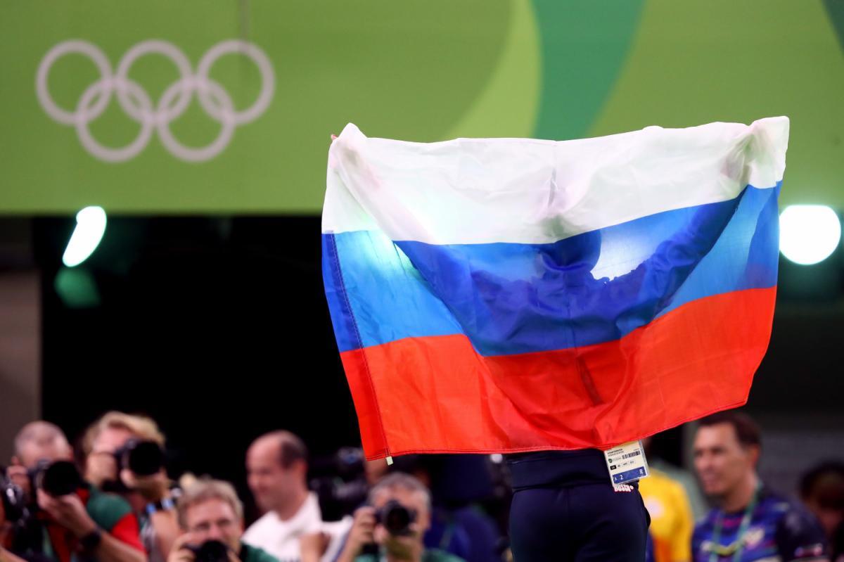 """""""Моя нация - величайшая в мире!"""": Видео неудавшейся попытки отобрать флаг у российской вице-чемпионки ОИ облетело Интернет"""