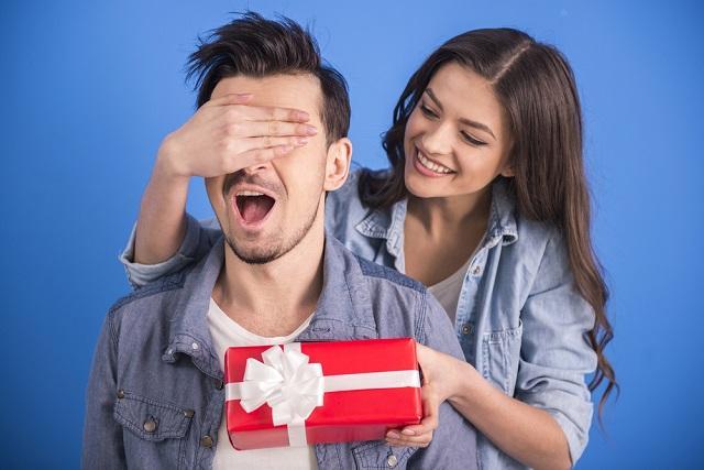 Как выбрать подарок на 23 февраля - советы Роскачества