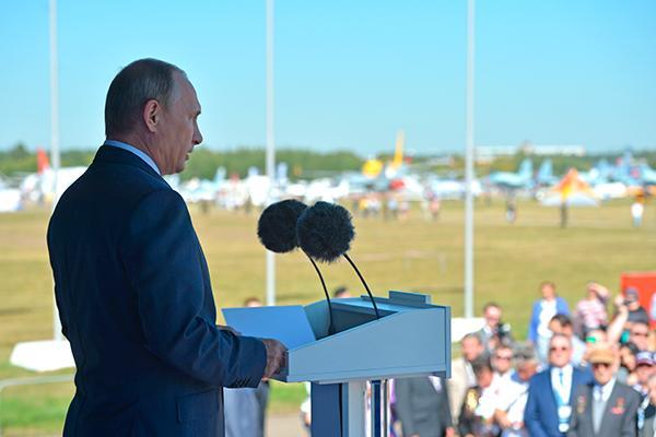 Ваш мозг взорвется, а челюсть отвиснет - американские СМИ пришли в восторг от высшего пилотажа Су-35 на МАКС-2017