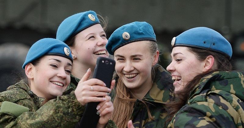 Российским военным хотят запретить публиковать данные о себе в соцсетях