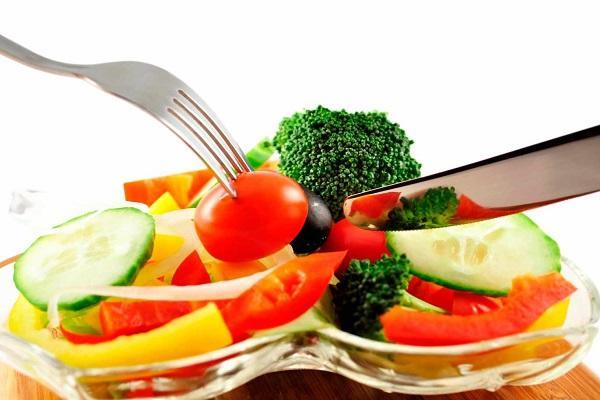 7 продуктов, которые категорически запрещены людям с повышенным артериальным давлением, назвал врач