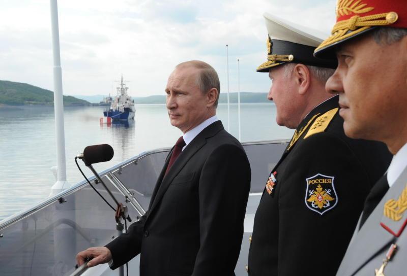 Российский флот будет оснащен современными кораблями в связи с новыми угрозами - Путин