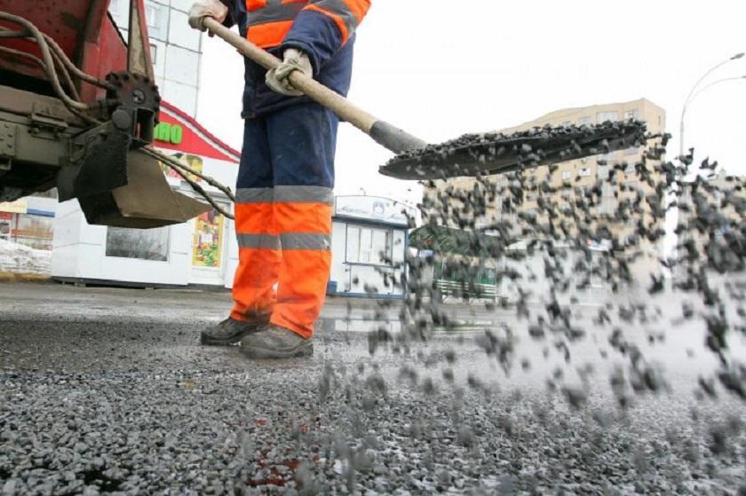 Дождь и мороз не помеха: Росавтодор разрешил укладывать асфальт в плохую погоду
