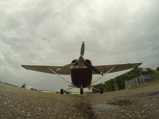 В Псковской области военные принудительно посадили самолет, незаконно пересекший воздушную границу РФ