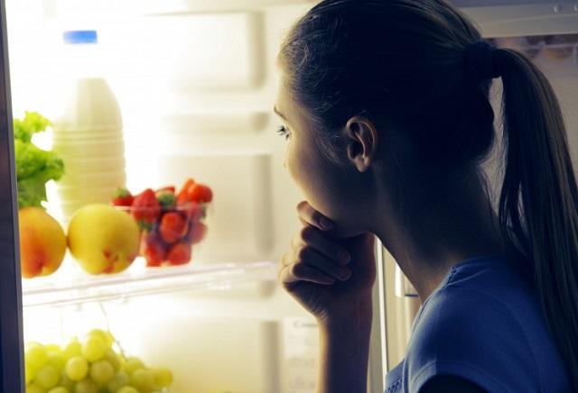 Что стоит есть перед сном, объяснили диетологи