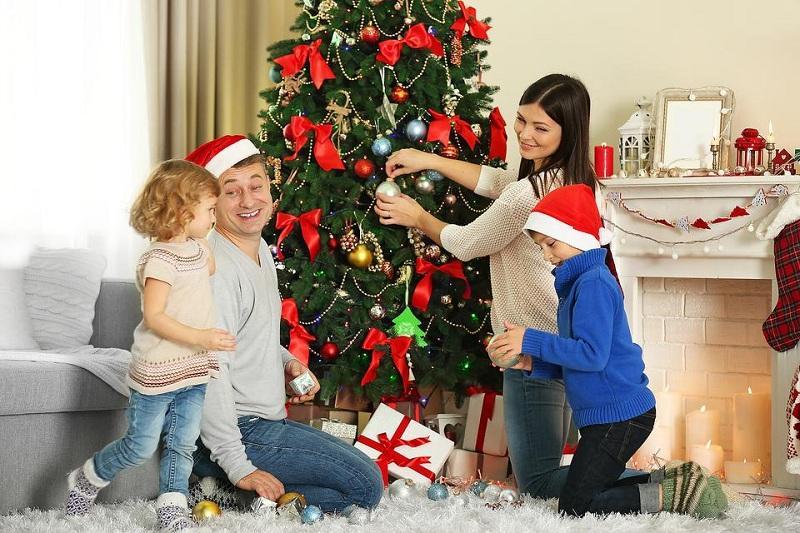 Новогодние игрушки, какие можно вешать на елку в этом году, а какие нельзя