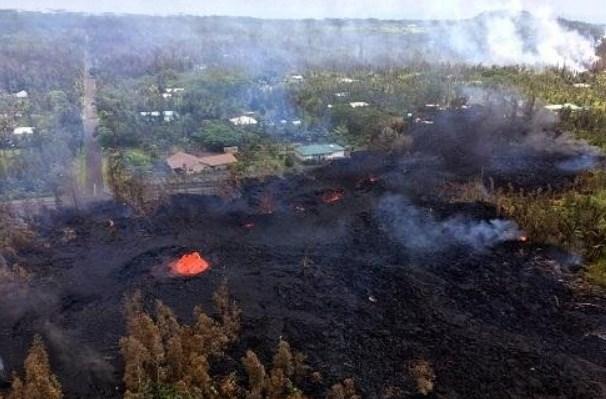 Над извергающимся гавайским вулканом Килауэа уфолог заметил корабль пришельцев