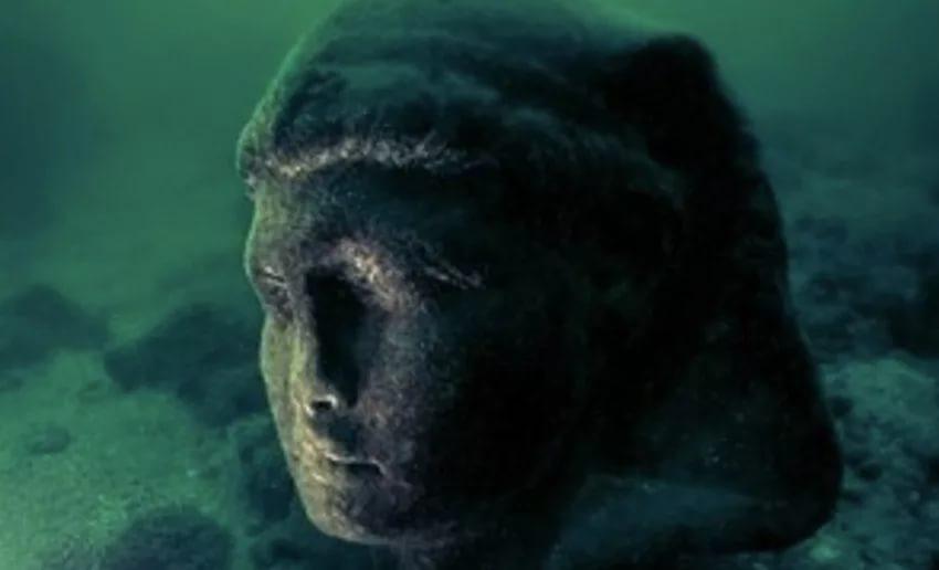 Curiosity нашел  таинственную  статую наМарсе