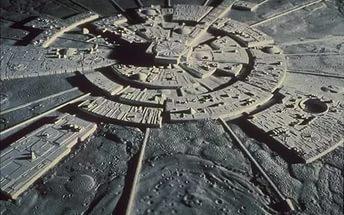 НАСА скрывает новые инопланетные строения на Луне, вводя в заблуждение массы
