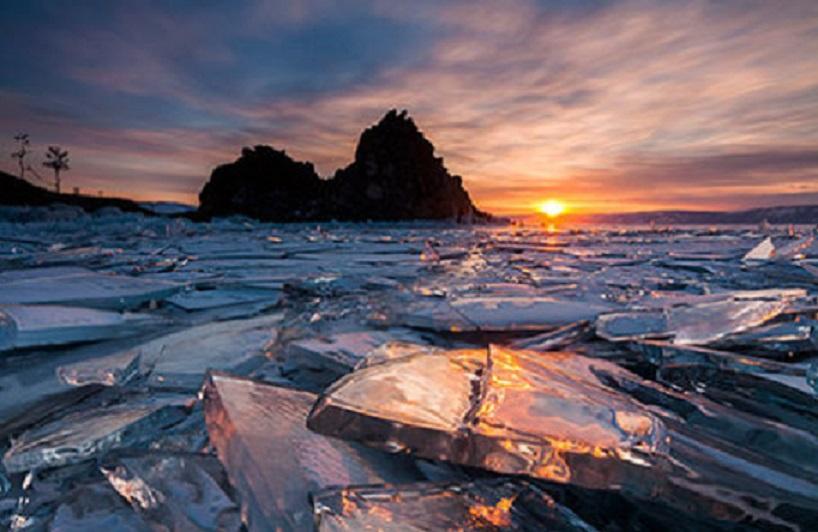 В Антарктиде ученые исследуют подледное озеро с целью обнаружения неизвестных форм жизни