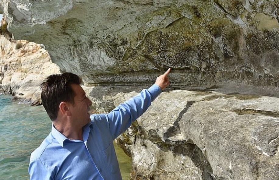 Уникальные наскальные рисунки возрастом 2,5 миллиона лет нашли под водой в Турции