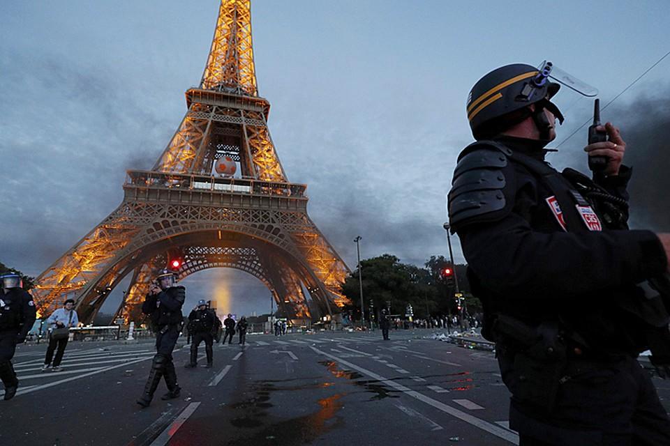 В Париже закроют Эйфелеву башню из-за беспорядков – СМИ
