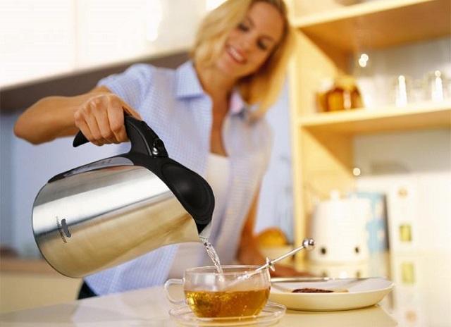 Как удалить накипь из чайника - лучший метод назвал Росконтроль