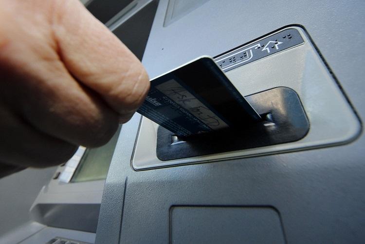 Перископический скимминг: появился новый способ кражи информации с банковских карт
