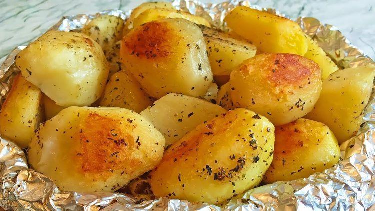 Монастырская кухня: запечённый картофель под орехово-гранатовым соусом