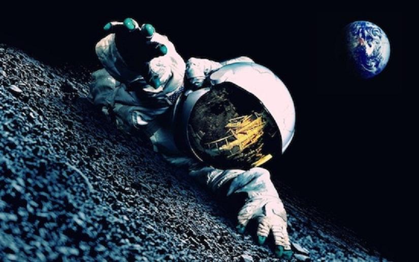Винтернете появилось видео таинственного человека без скафандра воткрытом космосе