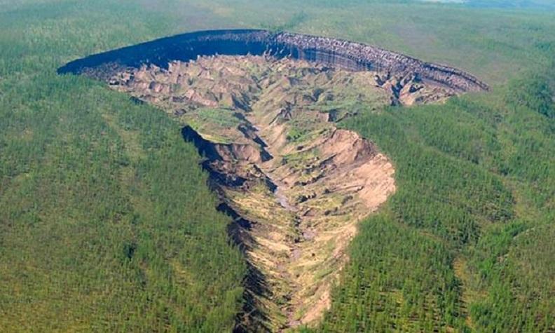 «Ворота в ад»: загадочный кратер в Якутии вызывает интерес зарубежных ученых