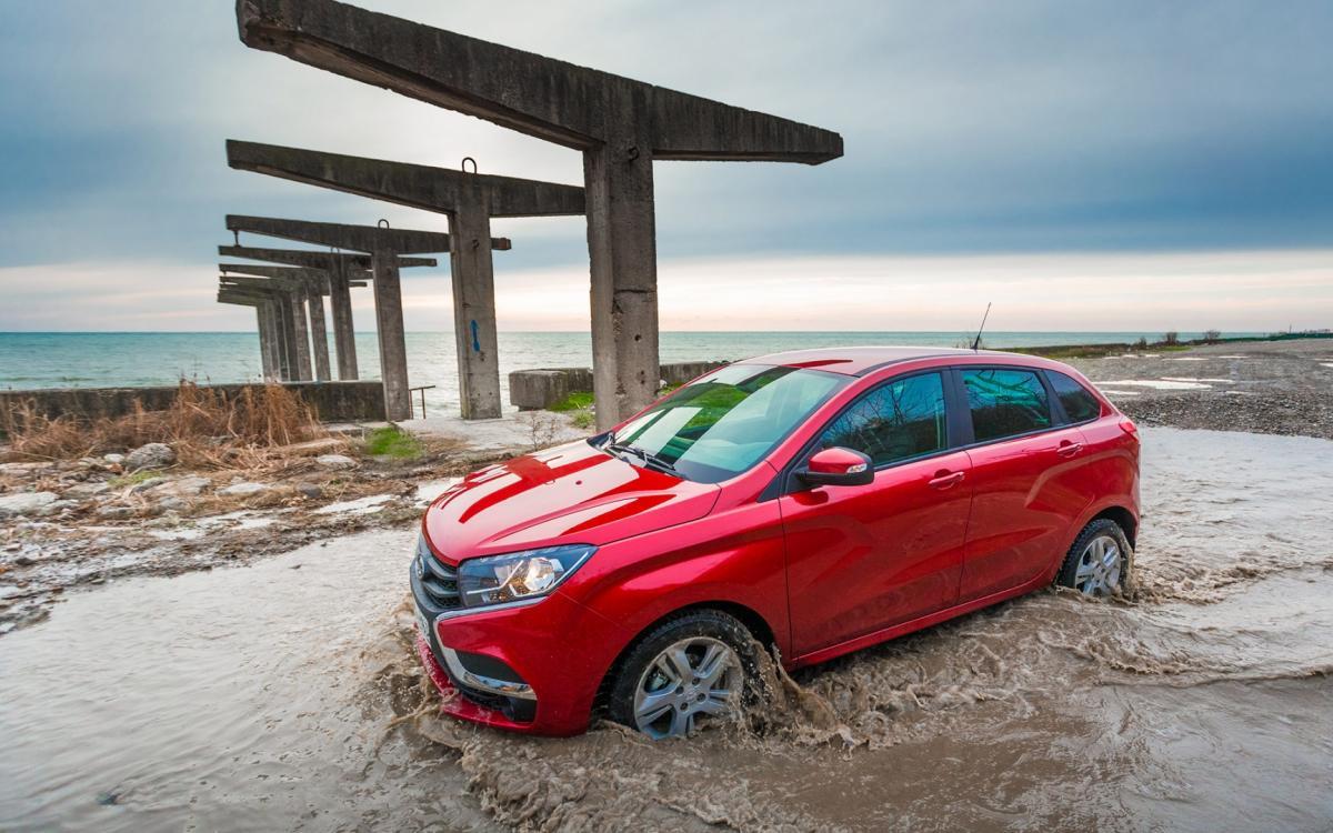 Продажи новой версии LADA Xray стартуют в конце 2016 года в России