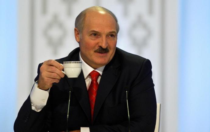 Лукашенко поздравил Путина с днем рождения, не забыв про политику