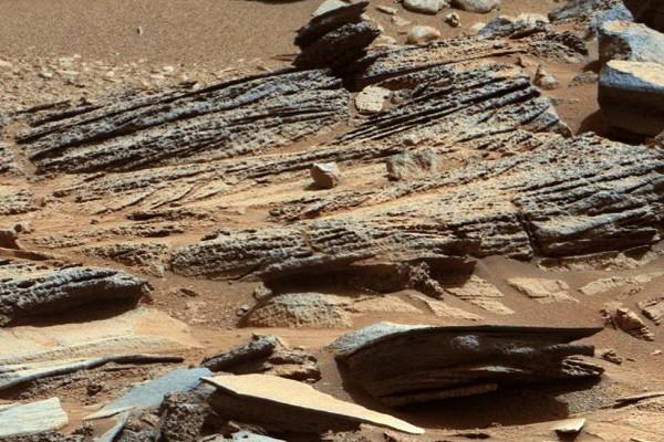 Странный светящийся объект обнаружен на Марсе
