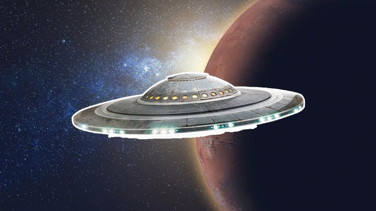 Над Луной кружит 5-километровый корабль пришельцев – ученые