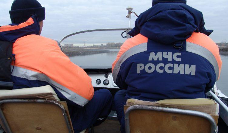 Рыбак умер при столкновении лодки сбаржей вАстраханской области