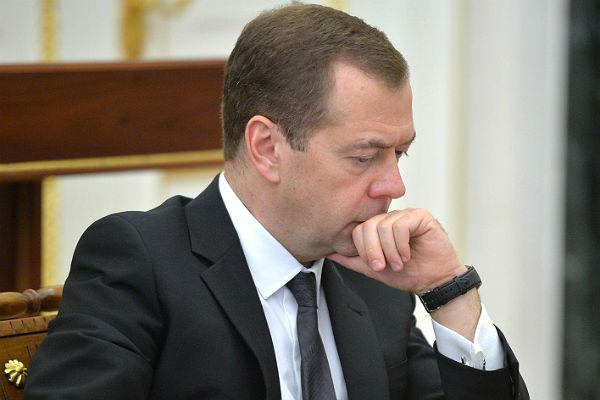Дмитрий Медведев о непростой доле экономики: россияне стали меньше тратить денег