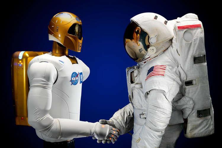 Гуманоид в скафандре астронавта за бортом МКС вызвал недоумениеуфологов