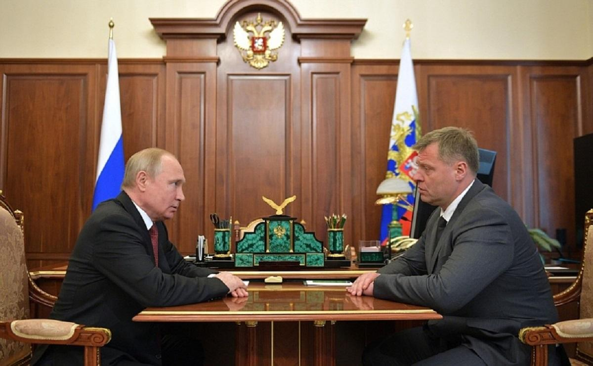 Путин принял отставку врио губернатора Астраханской области