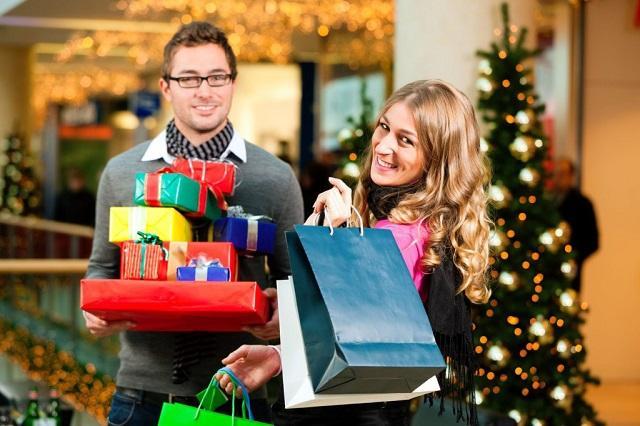 Люди с подарками