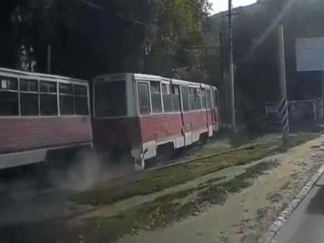 Трамвай несколько сотен метров тащил за собой зацепившегося человека в Саратове
