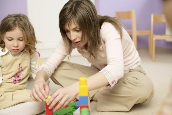 Ученые: уход за детьми и стариками грозит депрессией