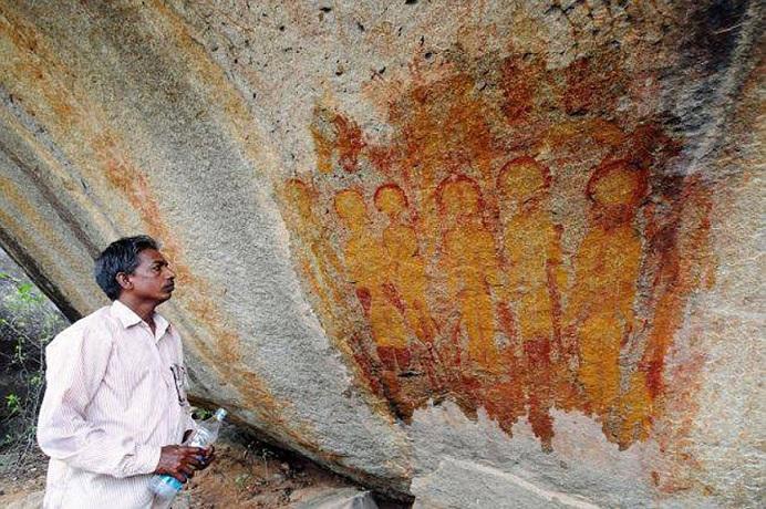 Наскальные рисунки с изображением инопланетян обнаружены в индийской пещере