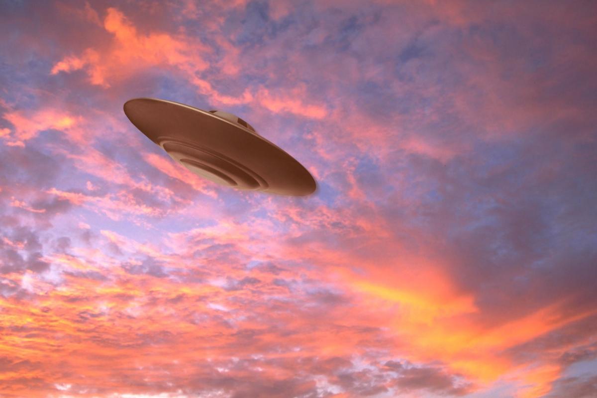 картинки летающих тарелок в космосе встречах человеком