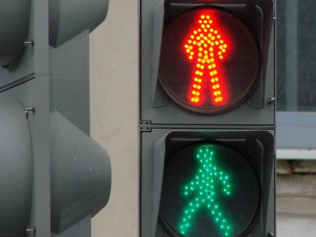 На юге Волгограда светофоры оборудуют звуковыми сигналами   Подробнее:  http://bloknot-volgograd.ru/news/na-yuge-volgograda-svetofory-oboruduyut-zvukovymi--783018