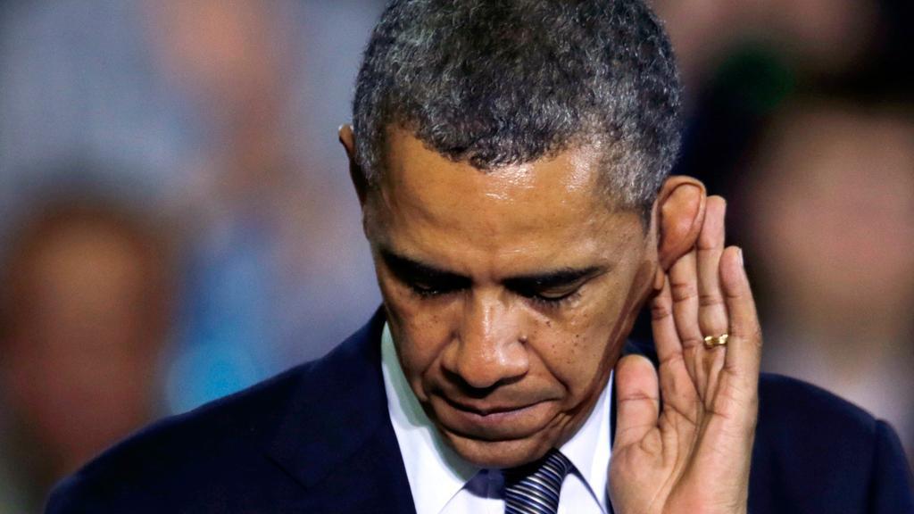 Фотограф запечатлел Обаму, нагло подсматривающего за Путиным