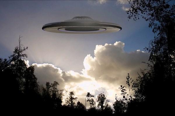 В горах Кавказа появилась огромная летающая тарелка инопланетян