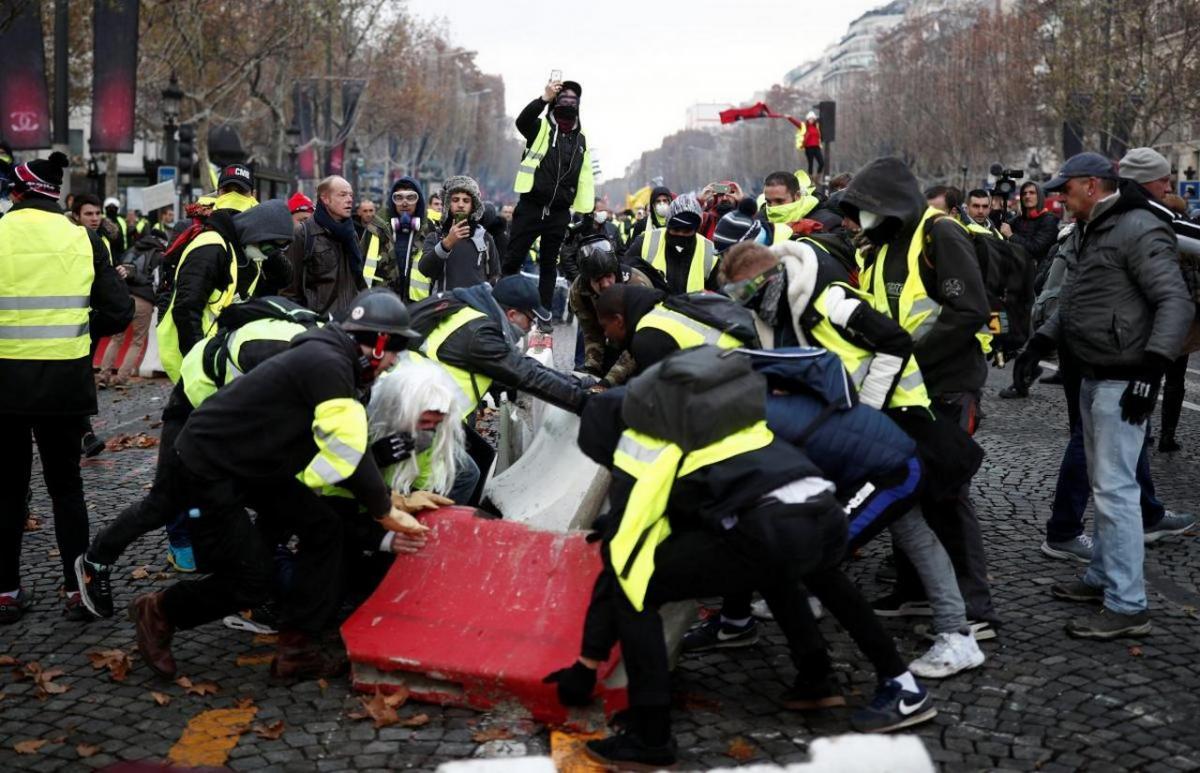 Французская экономика значительно пострадает от протестов