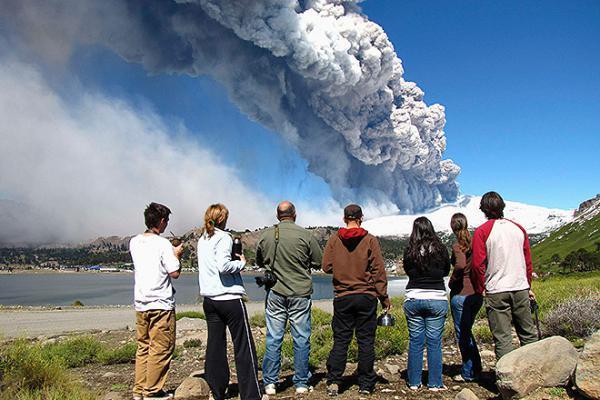 Йеллоустоун пугает американцев черным дымом Апокалипсиса
